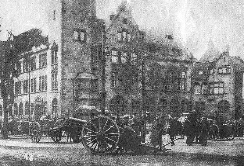 Reichswehr vor dem Hamborner Rathaus, Ostern 1920