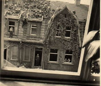 Haus nach einem Bombenangriff (2)